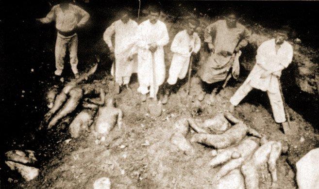 Ekshumacja ofiar czerwonego terroru zmasowego grobu wCharkowie