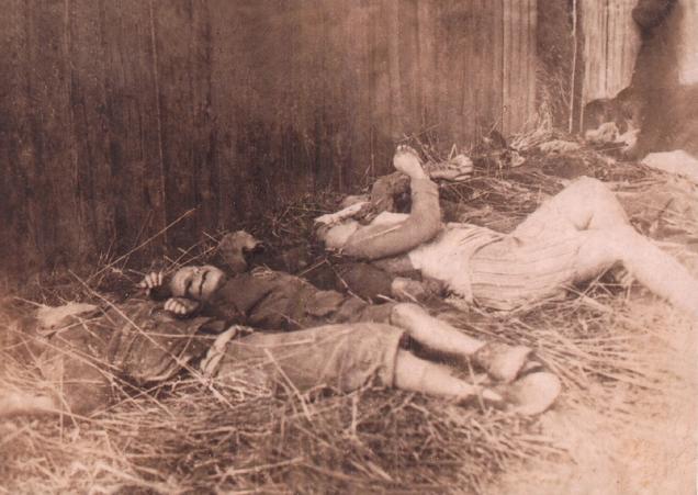 Kobiety i dzieci zamordowane przez Niemców we wsi Trzonów, pow. miechowski, 13 XII 1944 r. [ze zbiorów Mauzoleum w Michniowie].