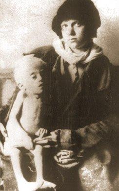 Matka z umierającym małym dzieckiem