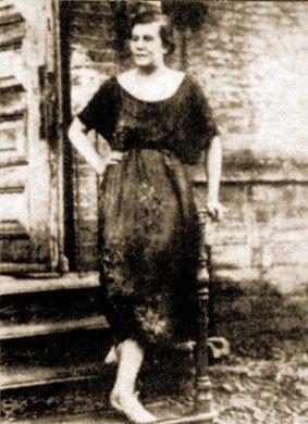 """Dora Jewlińska, funkcjonariusz Oddziału Egzekucyjnego Czeka wChersoniu, osobiście zamordowała 400 """"białych"""" oficerów"""