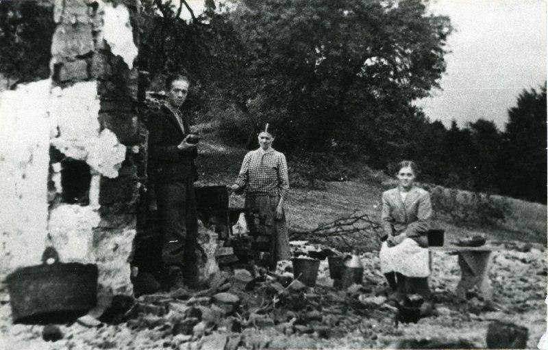 Mieszkańcy Lipnika i Wiśniowej, pow. myślenicki, ocaleni z pogromu 12-18 IX 1944 r. [ze zbiorów IPN].