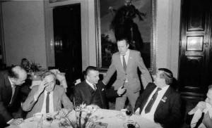 Jacek Kuroń, Tadeusz Mazowiecki, gen. SB Czeslaw Kiszczak, Adam Michnik, Lech Wałęsa, Bronisław Geremek