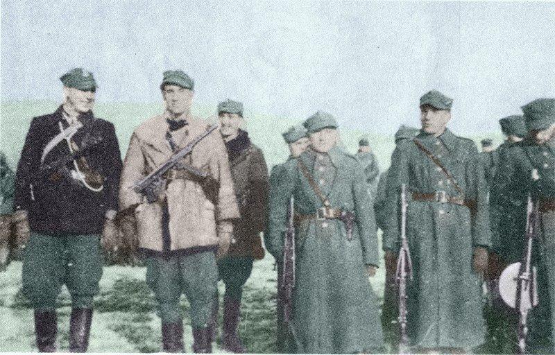 """Żołnierze """"Żbika"""", od lewej  por. """"Grot"""", por. """"Harry"""", kpr. """"Włoch"""","""