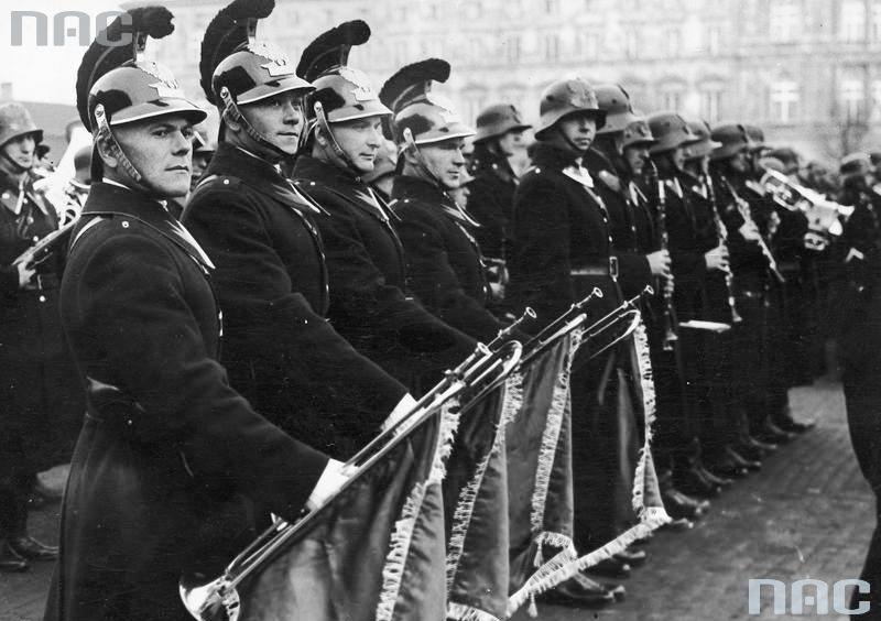 Obchody Święta Policji Państwowej w Warszawie (9 września 1933 r.). Orkiestra policyjna w czasie defilady