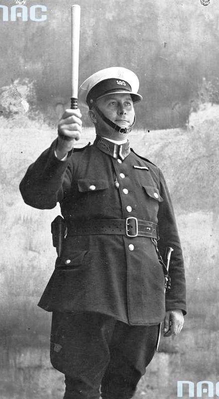 Policjant na służbie.
