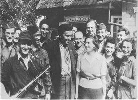 Ilja Erenburg wraz z żydowskimi partyzantami