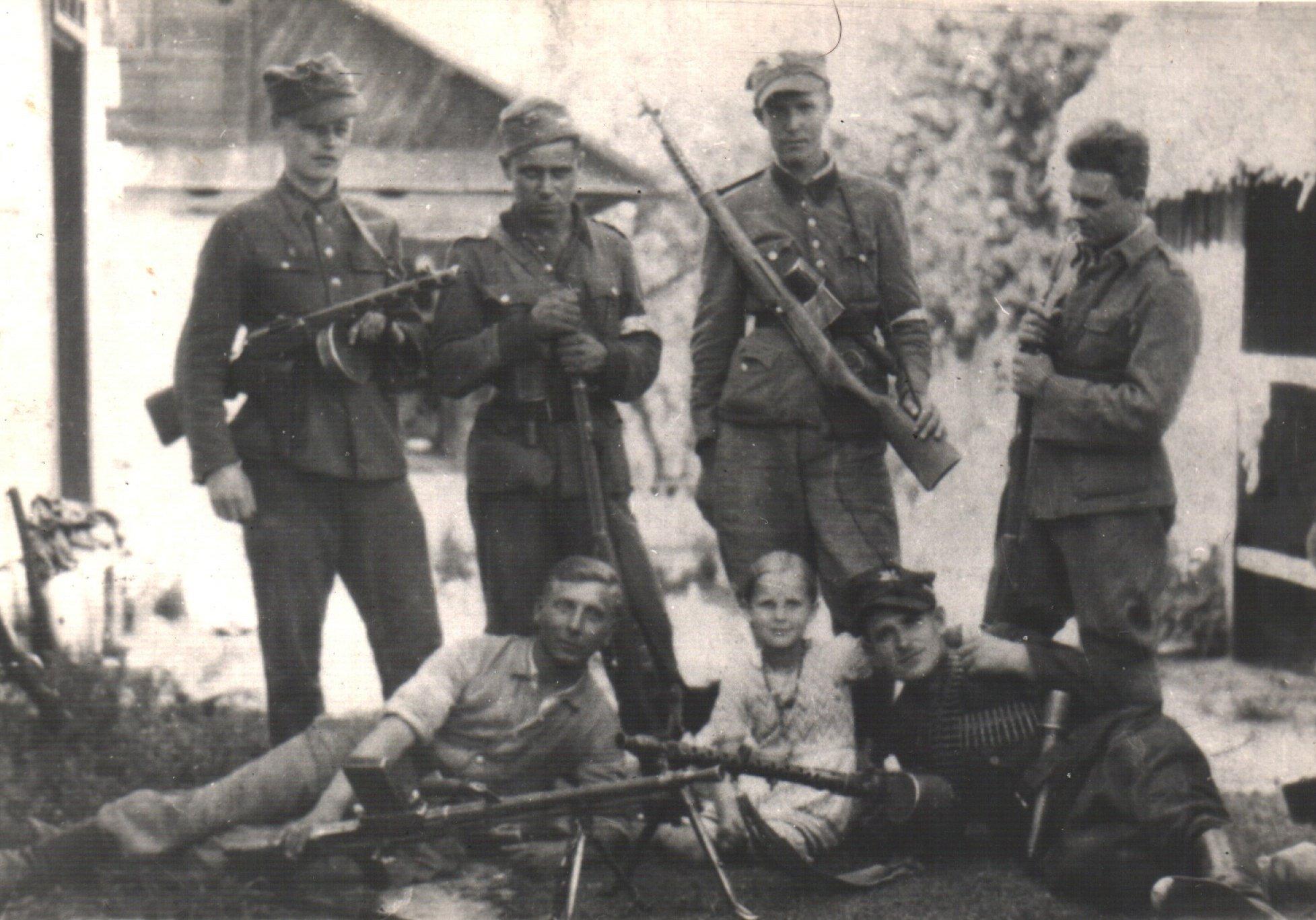 F07 - 27 WD AK