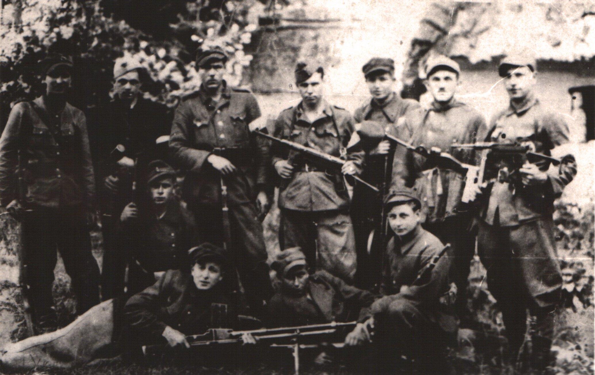 F08 - 27 WD AK