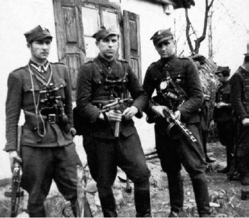 Mieczysław Dziemieszkiewicz ''Roj'' z lewej