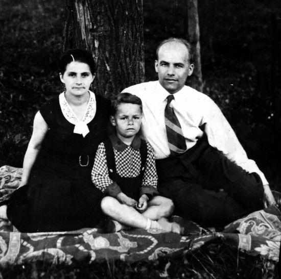 Władysław Gomułka z żoną Zofią i synem Ryszardem.