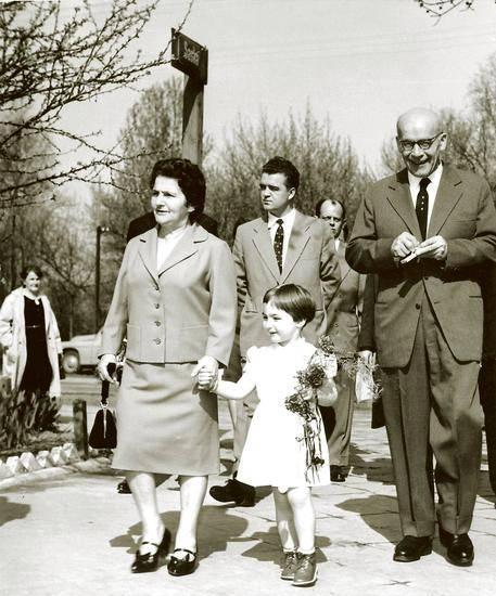 Władysław Gomułka z żoną, synem i wnuczką w kwietniu 1961 roku