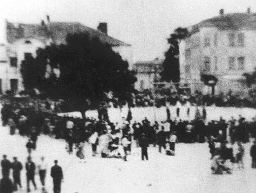 otajemnie wykonane przezJózefa Steca zdjęcie egzekucji wDębicy 10 lipca 1946 r.
