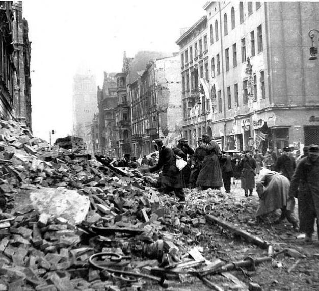 Jeńcy niemieccy na ulicy św. Marcin
