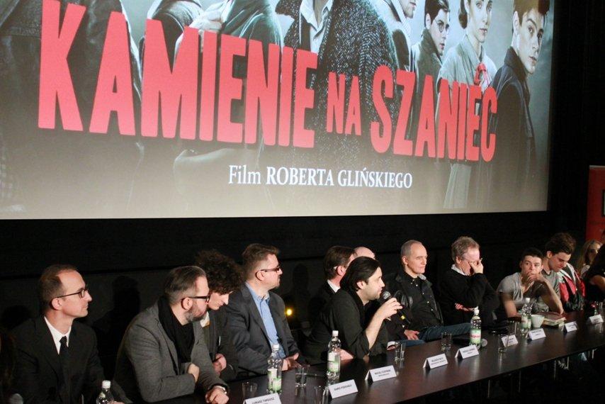 """6a6ef73f6cff7f Film """"Kamienie na szaniec"""" w reż. Roberta Glińskiego, który od piątku  wchodzi na ekrany kin, nie jest adaptacją książki Aleksandra Kamińskiego,  ..."""