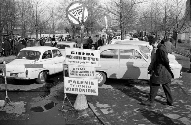 Giełda samochodowa na ul. Dzikiej w Warszawie (rok 1970)