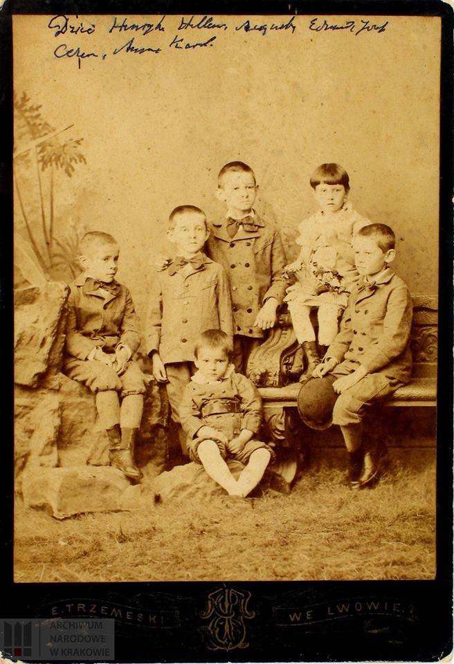 Józef Haller z rodzeństwem. Dzieci zostały opisane na fotografii w kolejności wg wieku, Józef Haller prawdopodobnie pierwszy od lewej.