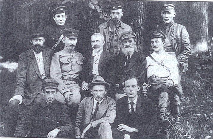 Julian Marchlewski w szeregach Polrewkomu, początek sierpnia 1920. Obok niego: Feliks Dzierżyński, Feliks Kon, Józef Unszlicht