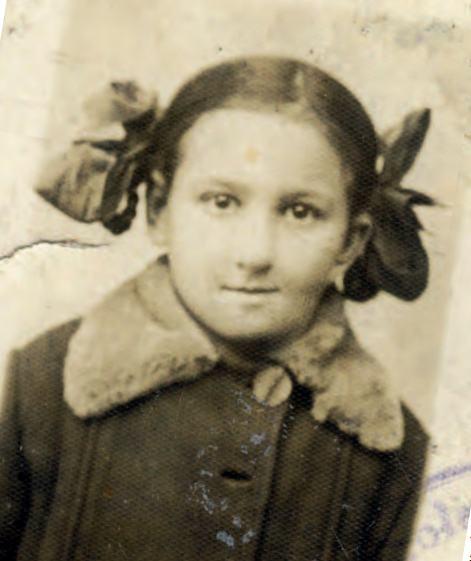 Fotografia szkolna Danuty Siedzikówny, ofiarowana przyjaciółce, Podlasie, lata Fot. N.N. Zbiory córki Wiesławy Korzeniowskiej trzydzieste XX w