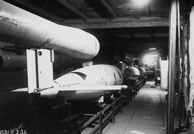 """Mittelbau """"Dora"""" - podziemne tunele zbronią """"V"""""""