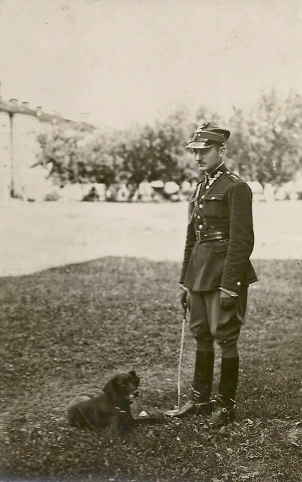 Zawody jeździeckie w Przasnyszu 31 VIII 1929 r., por. W. Krzyściak i pies myśliwski Alma (ze zbiorów A. Gräppi-Gut)