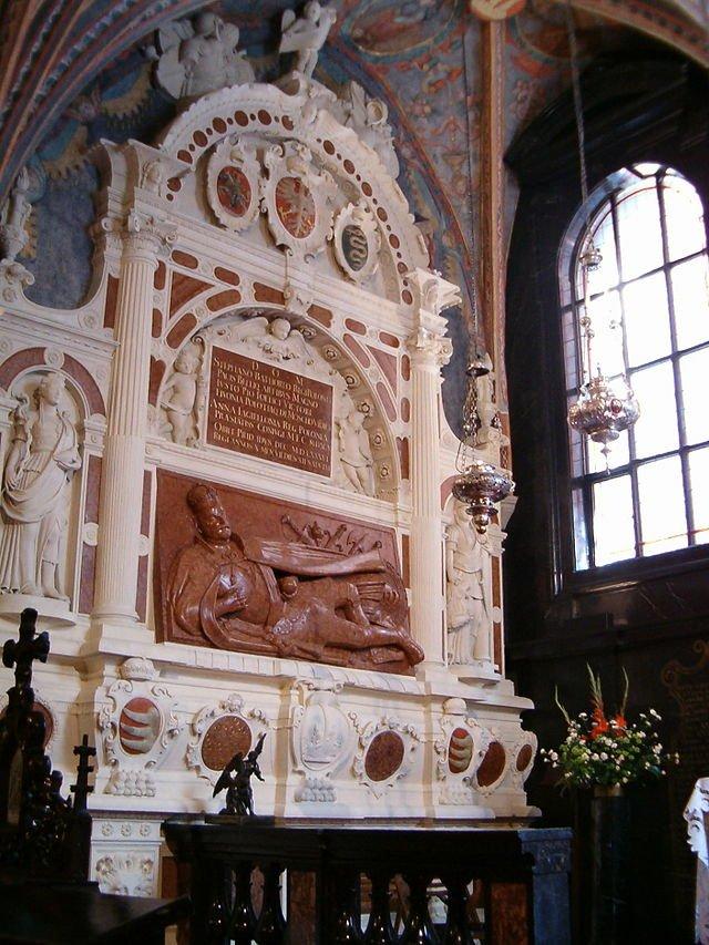 Nagrobek Stefana Batorego wkaplicy Mariackiej naWawelu autorstwa Santi Gucciego, lata 90. XVI w., wikipedia.pl