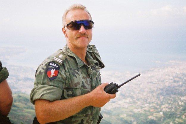 Płk Petelicki na Haiti (Archiwum jednostki GROM), fot. Interia.pl