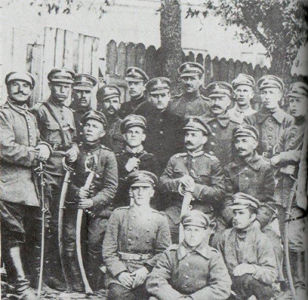 Grupa żołnierzy Pułku Jazdy Tatarskiej 1919 rok.