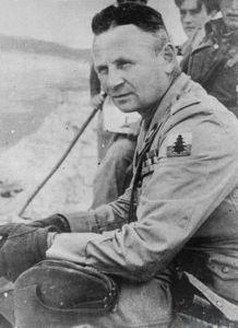 Generał Duch jako dowódca 3 Dywizji Strzelców Karpackich – na ramieniu widoczna oznaka rozpoznawcza Dywizji