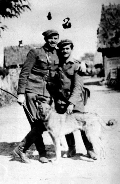 """Mjr Zygmuny Szendzielarz """"Łupaszka"""", dowódca 5. Brygady Wileńskiej AK ipor. Marian Pluciński """"Mścisław"""", dowodca 4. szwadronu tej jednostki (wiosna 1945 r.)"""