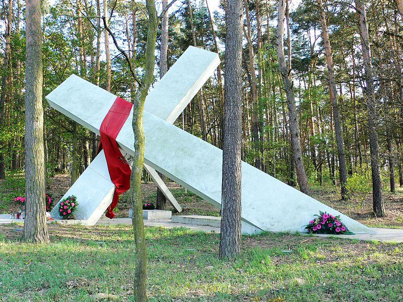 Górsk, pomnik upamiętniający porwanie ks. Popiełuszki, fot.wikipedia.pl