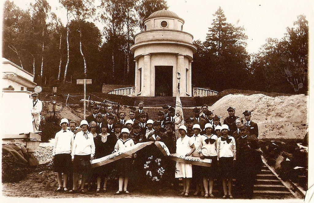 Kaplica z okresu budowy Cmentarza Lwowskiego i pielgrzymka z Gdańska.