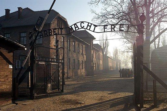 Oœwiêcim obóz Auschwitz brama wejœciowa