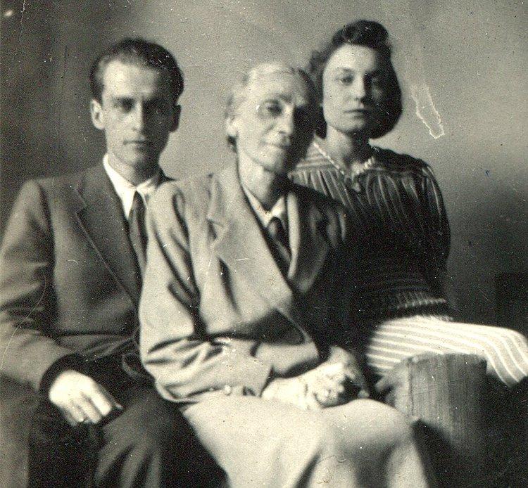 Krzysztof Kamil Baczyński z żoną Barbarą i matką Stanisławą