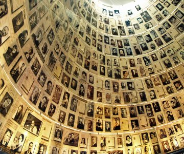 Na zdjęciu: Sala Imion w instytucie Yad Vashem - pomnik ofiar Holokaustu. Sprawiedliwy wśród Narodów Świata to najwyższe izraelskie odznaczenie cywilne nadawane nie-Żydom przez Instytut Pamięci Męczenników i Bohaterów Holokaustu Yad Vashem