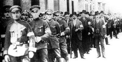 Powstańcy z Katowic przed wyjściem na front