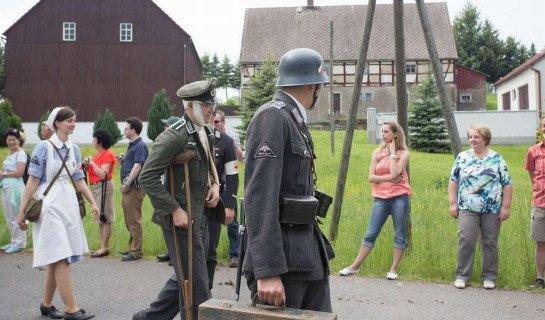 symbole SS i Wehrmachtu na paradzie w Niemczech / fot. Bild Zeitung