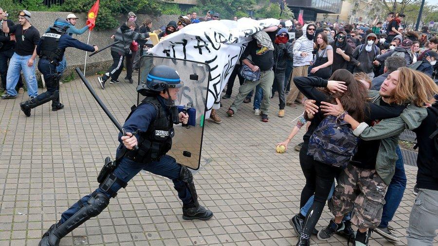 Francji grozi wojna domowa
