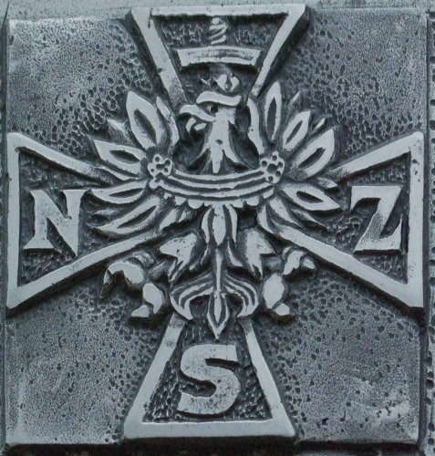 sign_cross_of_narodowe_sily_zbrojne_nsz_at_plaque_in_sanok-477x500.jpg
