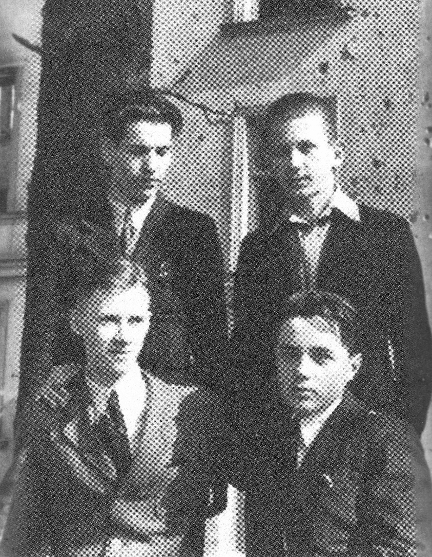 Miron Białoszewski: jak Niemcy użyli powstańców jako żywe tarcze