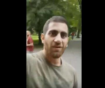 W Krakowie obcokrajowiec prowokuje osoby zbierające podpisy przeciw przyjmowaniu imigrantów