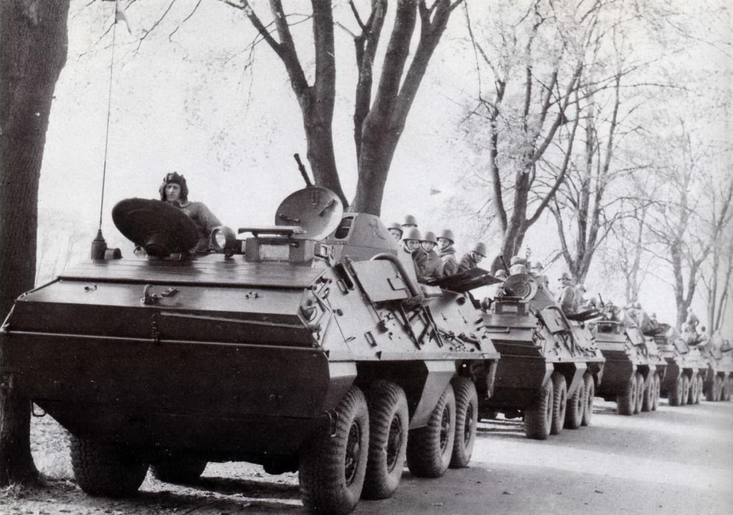 """Kolumna wojsk polskich, październik 1968 r. (Źródło: Pajórek Leszek, Polska a """"Praska Wiosna"""", Warszawa 1998)"""
