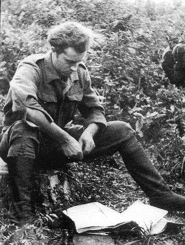 """Wrzesień 1945, Lasy Skaryszewskie. Por. Stefan Bembiński """"Harnaś"""" przed akcją rozbicia więzienia wRadomiu."""