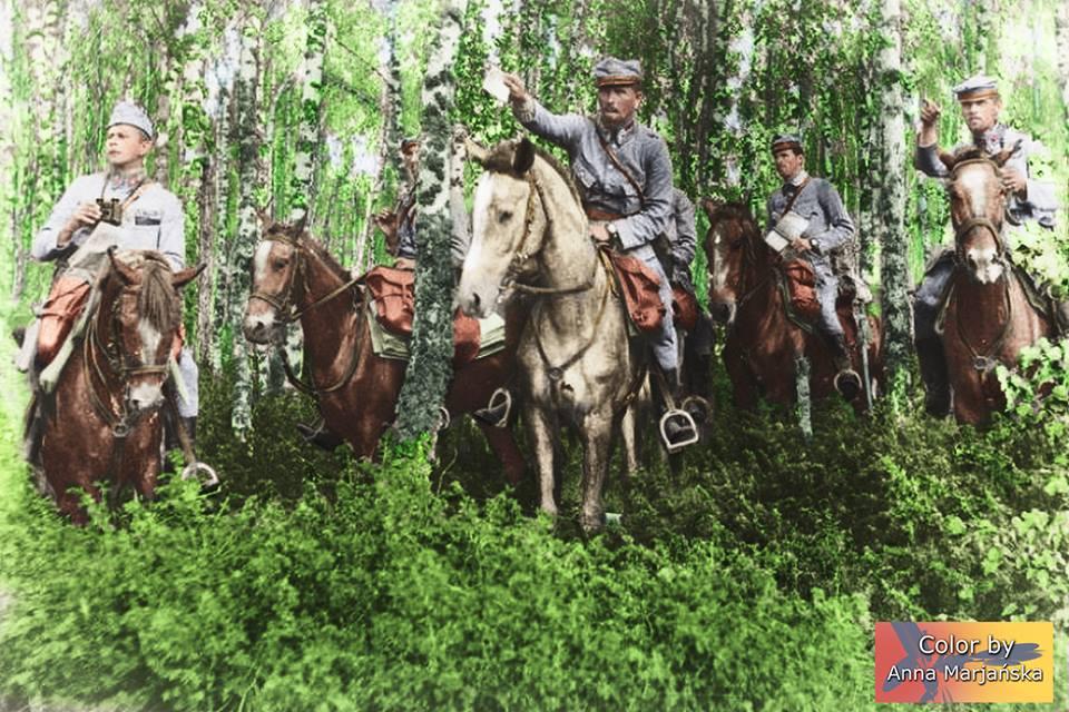 Mjr Andrzej Galica wydaje rozkazy -Wołyń, 1916, zdjęcie wykonane mniej więcej w okresie bitwy pod Kostiuchnówką.