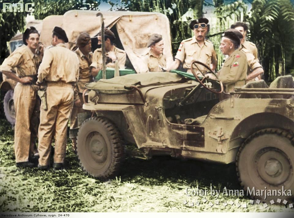 Dowództwo 2. Korpusu w czasie bitwy o Ankonę w rejonie Castelfidardo. Widoczny gen. Rakowski (pierwszy z prawej) i gen. Anders (drugi z prawej).