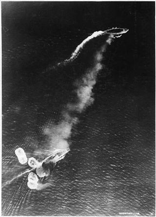 10 grudnia 1941 r. Brytyjski zespół okrętów Force Zpod bombami japońskich samolotów podczas bitwy podKuantan. Zatopienie dwóch brytyjskich pancerników postawiło Wlk. Brytanię iJaponię wstan wojny. Wkrótce potym Brytyjczycy wymusili wypowiedzenie wojny Cesarstwu przezwszystkie państwa sojusznicze, aw szczególności rządy emigracyjne przebywające wWlk. Brytanii.