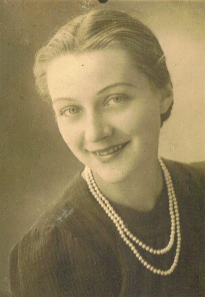 """Janina Przysiężniak """"Jaga"""", żołnierz AK. Zabita przez UB w marcu 1945 r., była w siódmym miesiącu ciąży. Miała 23 lata."""