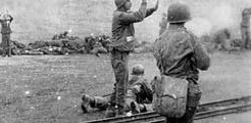 """Rozstrzeliwanie """"esesmanów"""" przez żołnierzy 157. pułku piechoty"""