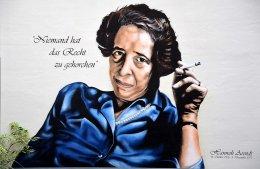 Graffiti z portretem Hannah Arendt umieszczone na budynku w Hanowerze