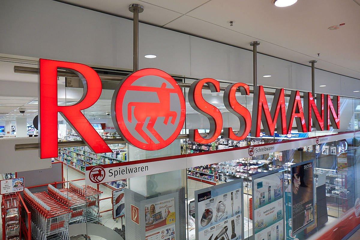 Porównano ceny w polskim i niemieckim Rossmannie. Oto badania / Rossmann / Wikipedia / Creative Commons Attribution-Share Alike 4.0 International