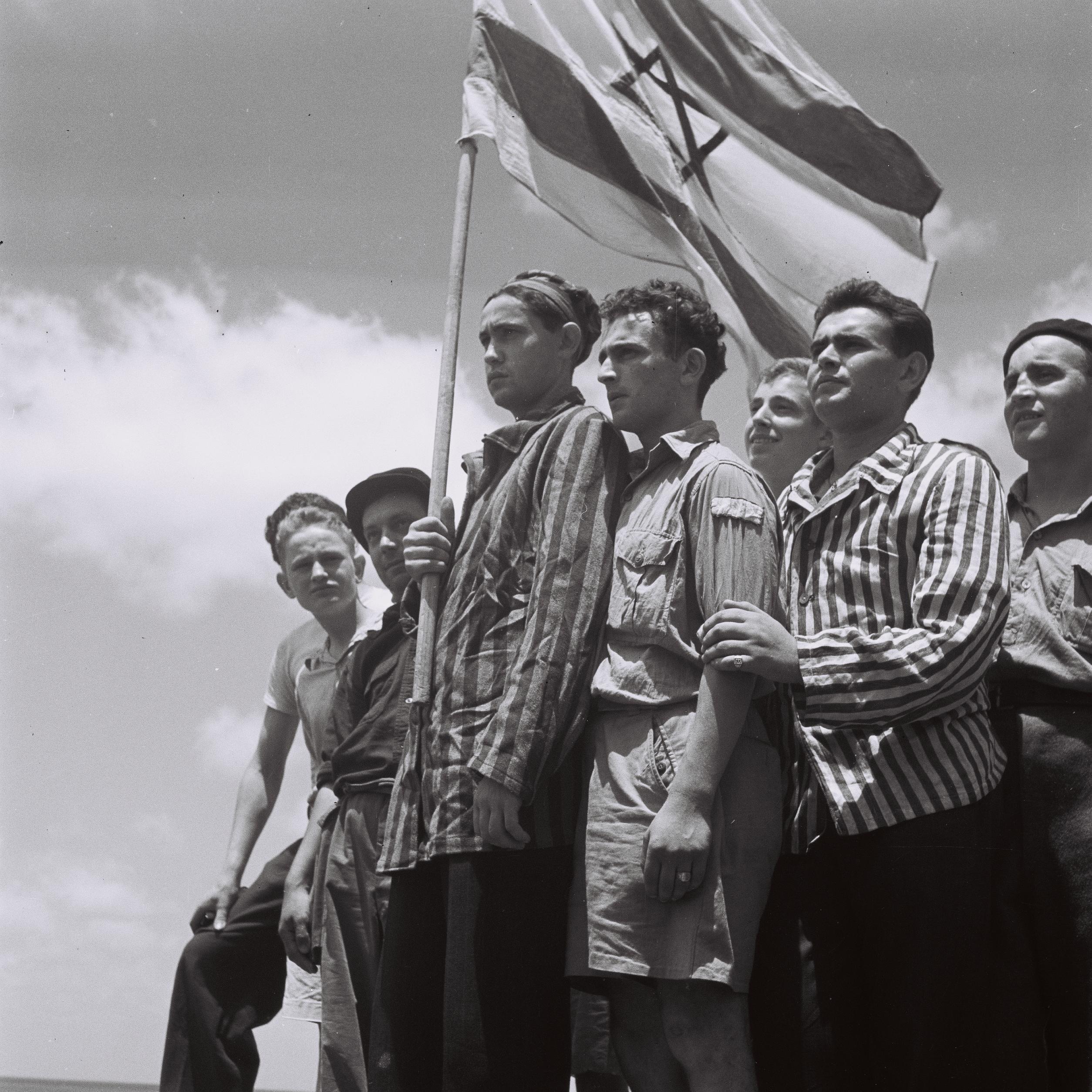 fot. Wikipedia / ocalali z Holokaustu po przybyciu do Hajfy